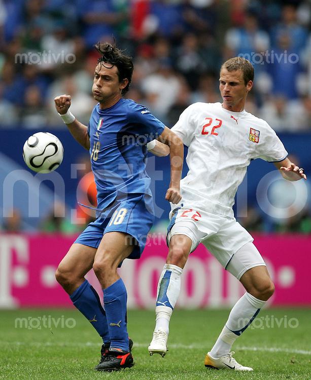 Fussball WM 2006  Gruppenspiel  Vorrunde  Gruppe E Spiel 41 Tschechien - Italien Czech Republic - Italy  Der Torschuetzezum 2:0 Filippo INZAGHI (ITA, l) gegnen David ROZEHNAL (CZE).