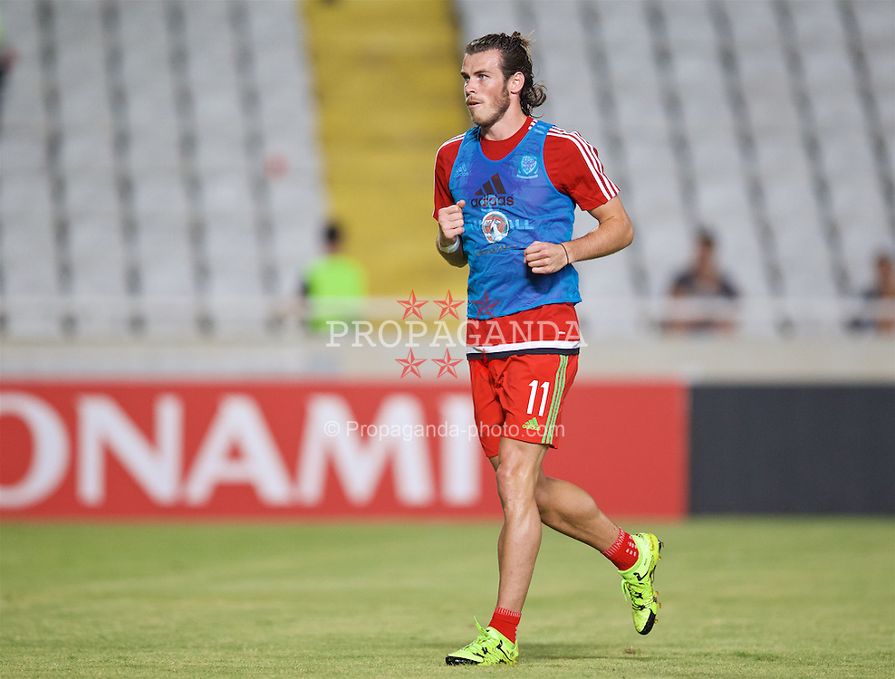 NICOSIA, CYPRUS - Thursday, September 3, 2015: Wales' Gareth Bale warms-up before the UEFA Euro 2016 qualifying match against Cyprus at the GPS Stadium. (Pic by David Rawcliffe/Propaganda)