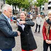 """NLD/Alkmaar/20180518 - Perspresentatie """"Nederland staat op tegen kanker"""" officiele start, Peter R. de Vries en Anita Witzier worden geinterviewd"""