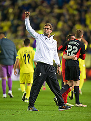 VILLRREAL, SPAIN - Thursday, April 28, 2016: Liverpool's manager Jürgen Klopp salutes the travelling supporters after the injury-time 1-0 defeat at the hands of Villarreal CF during the UEFA Europa League Semi-Final 1st Leg match at Estadio El Madrigal. (Pic by David Rawcliffe/Propaganda)