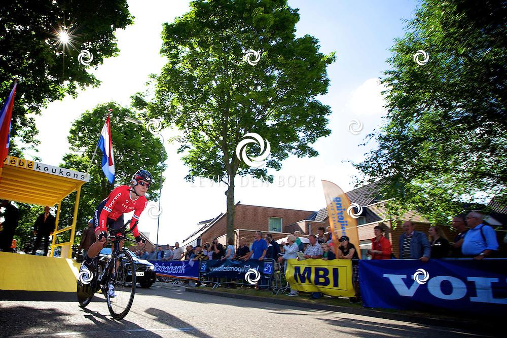 ZALTBOMMEL - Het NK tijdrijden is van start gegaan in Zaltbommel. Diversen amateurs, nieuwe en ook professionele wielrenners gaan hier van start vandaag. Met op de foto Mathilde Matthijsse. FOTO LEVIN DEN BOER - KWALITEITFOTO.NL