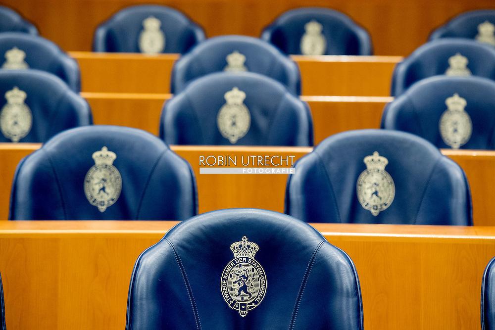 eigen DEN HAAG - tweede kamer stoelen , leeg  overzicht , De blauwe zetels in de plenaire zaal van de Tweede Kamer. ROBIN UTRECHT