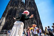 DEU, Germany, Cologne, street performer in front of the cathedral.<br /> <br /> DEU, Deutschland, Koeln, Pantomime auf der Domplatte.