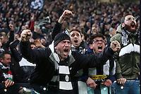 FUSSBALL CHAMPIONS LEAGUE  SAISON 2015/2016 ACHTELFINAL HINSPIEL Juventus Turin - FC Bayern Muenchen             23.02.2016 Juventus Turin Fans jubelt nach dem Tor zum 2-2 Ausgleich