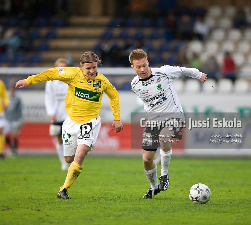 Jarno Mattila, Janne Reinikainen (vas.). Haka - KuPS. Veikkausliiga 5.5.2008. Valkeakoski. Photo: Jussi Eskola
