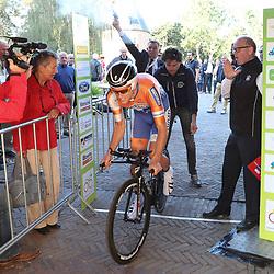 29-09-2016: Wielrennen: Olympia Tour: Elten <br />ELTEN (DLD) wielrennen<br />Een individuele tijdrit met start in Kasteel  's Heerenberg en finish op de Elterberg. Wessel Zennipman was de eerste renner die moest starten