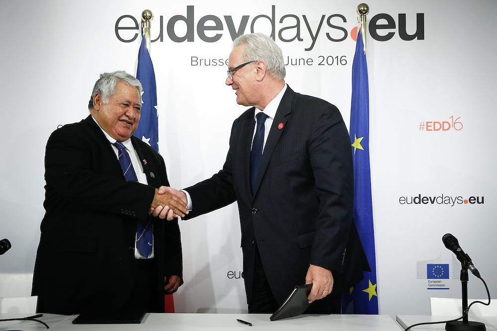 20160615 - Brussels , Belgium - 2016 June 15th - European Development Days - Signature of a Agreement for Samoa - Tuilaepa Lupesoliai Sailele Malielegaoi - Prime Minister, Samoa - Neven Mimica - EU Commissioner for International Cooperation and Development © European Union