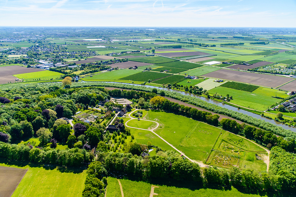 Nederland, Gelderland, Gemeente West Betuwe, 13-05-2019; Landgoed Heerlijkheid Mariënwaerdt, gelegen aan de noordelijke oever van de Linge (nabij Beesd).<br /> Estate and manor  Mariënwaerdt, located on the north bank of the Linge (near Beesd).<br /> <br /> aerial photo (additional fee required); luchtfoto (toeslag op standard tarieven); copyright foto/photo Siebe Swar