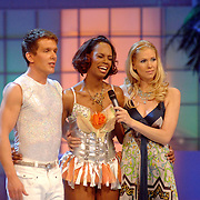 NLD/Hilversum/20070302 - 8e Live uitzending SBS Sterrendansen op het IJs 2007, Jasmine Sendar en schaatspartner Michal Zych, Nance Coolen