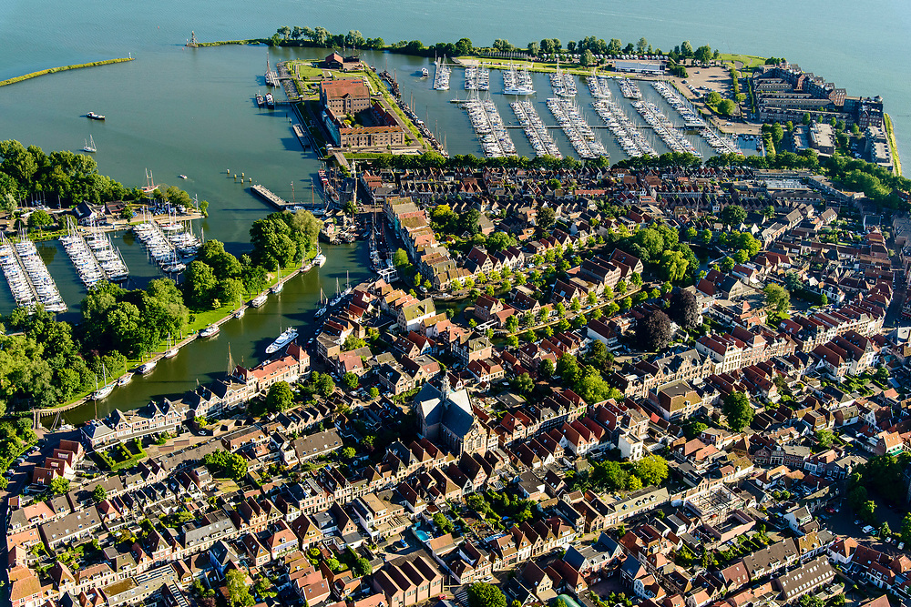 Nederland, Noord-Holland, Hoorn, 13-06-2017; overzicht binnenstad met De hoofdtoren aan de Binnenhaven / Vluchthaven. Oosterkerk, zicht op de Grashaven (jachthaven).<br /> Overview inner city Hoorn.<br /> luchtfoto (toeslag op standard tarieven);<br /> aerial photo (additional fee required);<br /> copyright foto/photo Siebe Swart