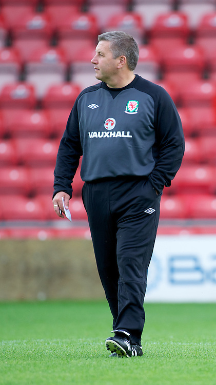 WREXHAM, WALES - Wednesday, August 15, 2012: Wales' new manager Geraint Williams before the UEFA Under-21 Championship Qualifying Round Group 3 match against Armenia at the Racecourse Ground. (Pic by Dave Richards/Propaganda)