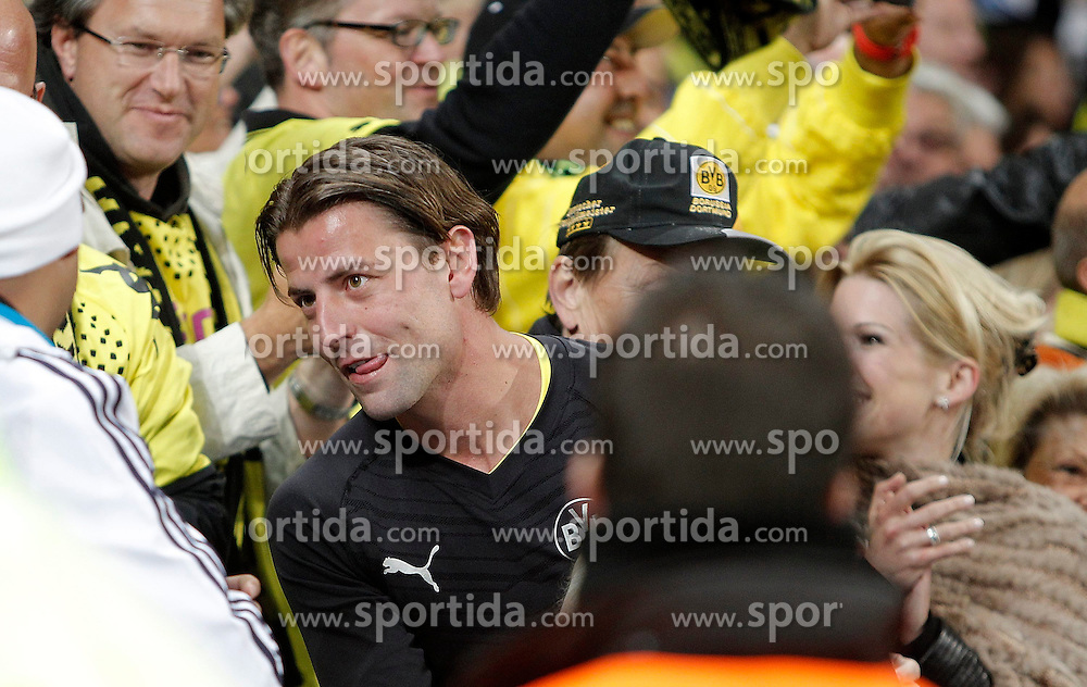 30.04.2013, Estadio Santiago Bernabeu, Madrid, ESP, UEFA CL, Real Madrid vs Borussia Dortmund, Halbfinale, Rueckspiel, im Bild Borussia Dortmund's Roman Weidenfeller celebrates with fans // after UEFA Champions League 2nd Leg Semifinal Match between Real Madrid and Borussia Dortmund at the Estadio Santiago Bernabeu, Madrid, Spain on 2013/04/30. EXPA Pictures © 2013, PhotoCredit: EXPA/ Alterphotos/ Alvaro Hernandez..***** ATTENTION - OUT OF ESP and SUI *****