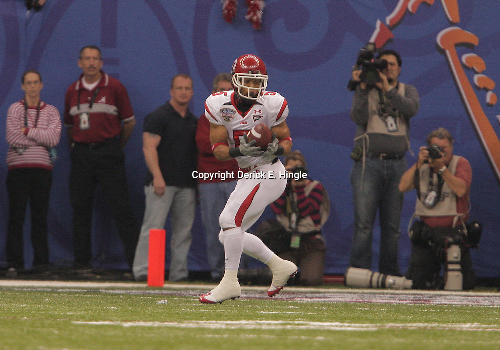 2 January 2009: Utah wide receiver Brent Casteel (5) catches a pass for a touchdown during the first quarter of the 75th annual All State Sugar Bowl  between the Utah Utes and the Alabama Crimson Tide at the Louisiana Superdome in New Orleans, LA.