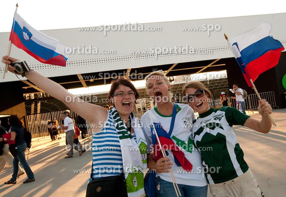 11.08.2010, Stadium Stozice, Ljubljana, SLO, Testspiel, Slovenien vs Australien, im Bild Slovenische Fans feiern ihre Mannschaft an, EXPA Pictures © 2010, PhotoCredit: EXPA/ Sportida/ Vid Ponikvar *** ATTENTION *** SLOVENIA OUT! / SPORTIDA PHOTO AGENCY