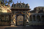 India. Rajasthan. the city palace  jaipur rajasthan  India     / le palais  jaipur rajasthan  Inde Le city Palace aété transformé en palais, mais le maharajah a conservéplusieurs batiments, où il conservé ses appartements  jaipur rajasthan  Inde Le city Palace aété transformé en palais, mais le maharajah a conservéplusieurs batiments, où il conservé ses appartements