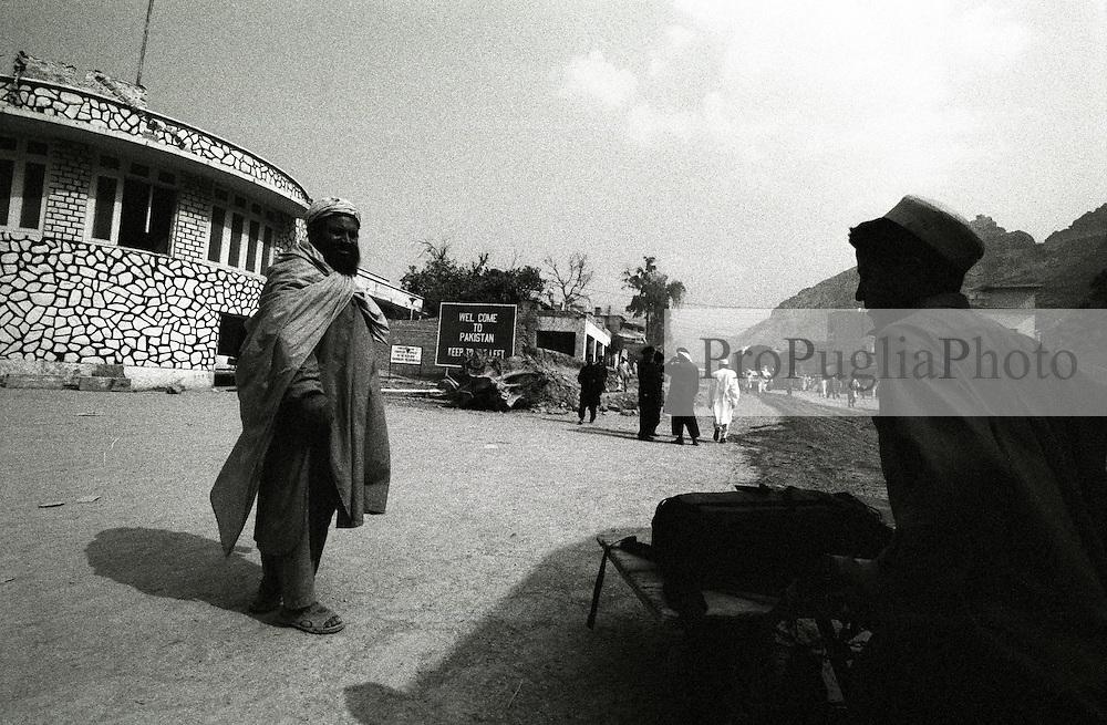 Crossing the border into Pakistan