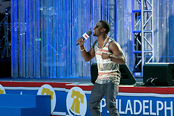 Kevin Hart hosts the Philly 4th of July Jam with the Roots. (Bas Slabbers/for NewsWorks)
