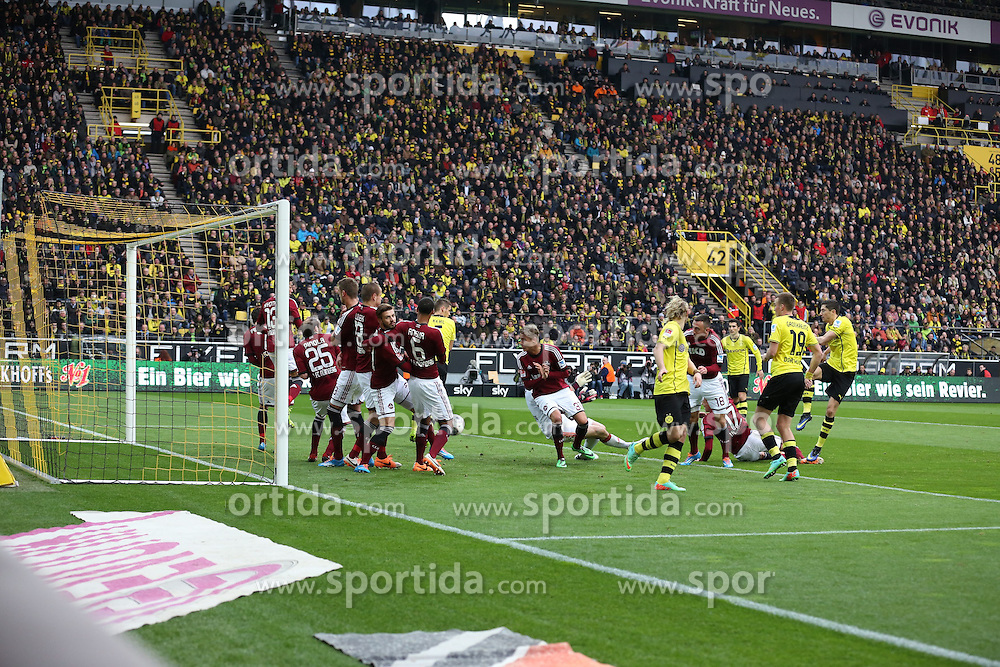 01.03.2014, Signal Iduna Park, Dortmund, GER, 1. FBL, Borussia Dortmund vs 1. FC Nuernberg, 23. Runde, im Bild Robert Lewandowski (Borussia Dortmund #9) scheitert beim indirekten Freistoss an der Nuernberger Mauer, Aktion, Action // during the German Bundesliga 23th round match between Borussia Dortmund and 1. FC Nuernberg at the Signal Iduna Park in Dortmund, Germany on 2014/03/01. EXPA Pictures &copy; 2014, PhotoCredit: EXPA/ Eibner-Pressefoto/ Schueler<br /> <br /> *****ATTENTION - OUT of GER*****