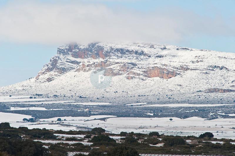 Sierra de Al Mugrón con nieve. Almansa. Albacete ©ANTONIO REAL HURTADO / PILAR REVILLA