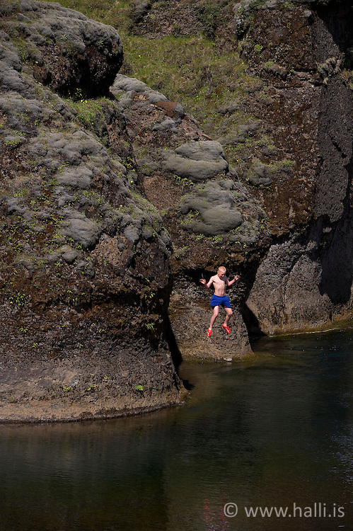 Diving in the canyon, Fjadrargljufur near Kirkjubaejarklaustur on the south coast of Iceland - Dýfingar við Fjaðrárgljúfur við Kirkjubæjarklaustur, Sigurður Egill Karlsson,