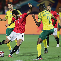 06 July 2019, Egypt, Cairo: Egypt's Marwan Mohsen (L) and South Africa's Buhle Mkhwanazi battle for the ball during the 2019 Africa Cup of Nations round of 16 soccer match between Egypt and South Africa at Cairo International Stadium. Photo : PictureAlliance / Icon Sport