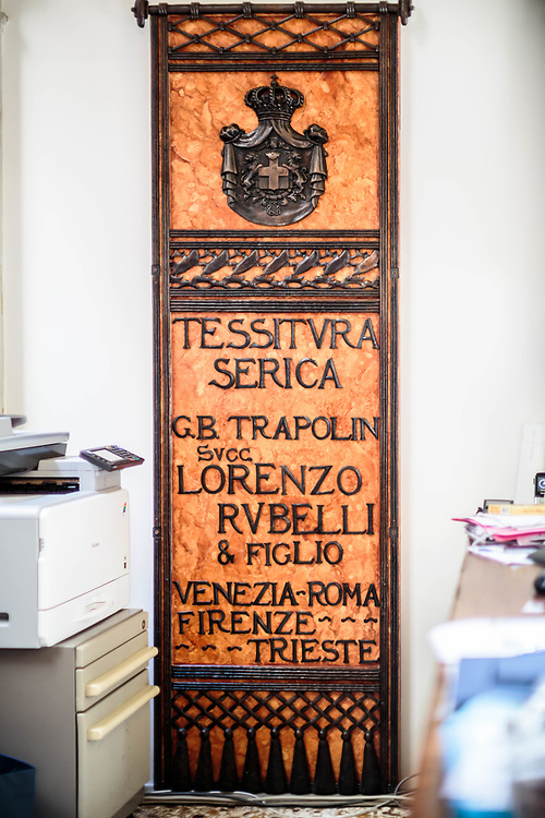 """13 JUL 2016 - Venezia - Palazzo Corner Spinelli. Sede dell'archivio storico """"Rubelli S.p.A."""", tessuti. Insegna."""