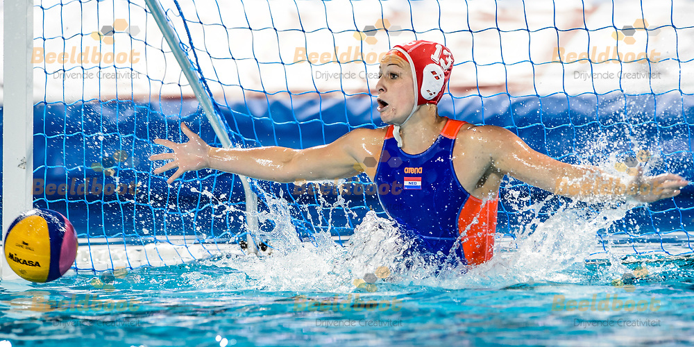 20-07-2017: Waterpolo: Nederland v Hongarije: Boedapest<br /> <br /> (L-R) Debby Williemsz of team Netherlands during the waterpolomatch between women Netherlands and Hungary during the 17th FINA World Championships 2017 in Budapest, Hungary<br /> <br /> Photo / Foto: Gertjan Kooij
