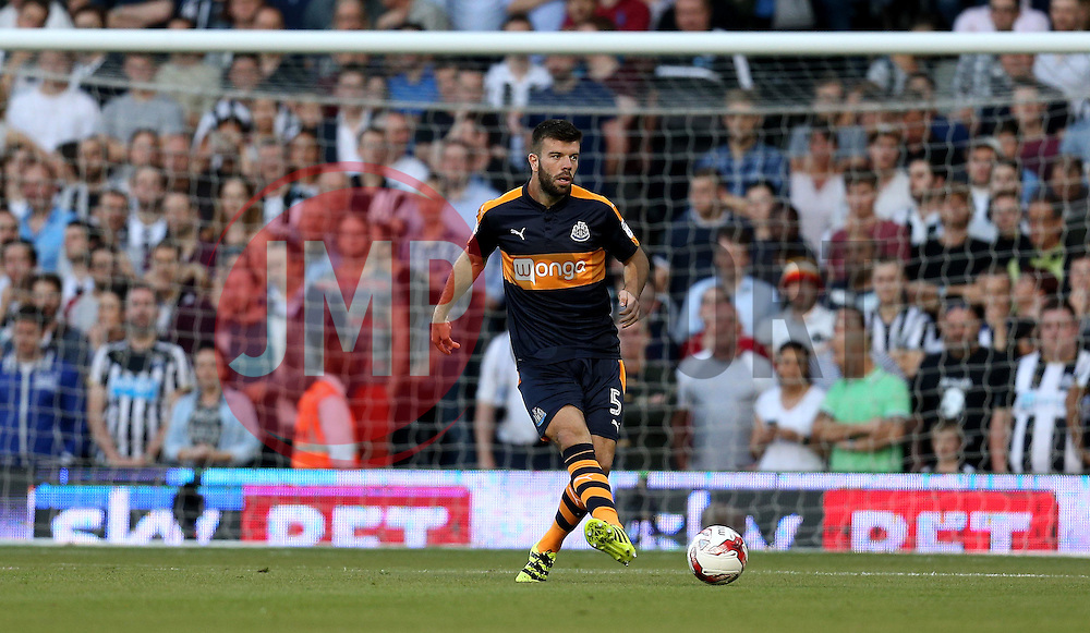 Grant Hanley of Newcastle United passes the ball - Mandatory by-line: Robbie Stephenson/JMP - 05/08/2016 - FOOTBALL - Craven Cottage - Fulham, England - Fulham v Newcastle United - Sky Bet Championship
