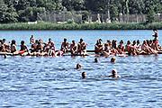 Nederland, Beuningen, Ewijk, 1-7-2018 Festival Down the Rabbit Hole , dtrh . Warm en stoffig op de derde dag van het festival . Mensen zochten de schaduw of het water op voor verkoeling .Foto: Flip Franssen
