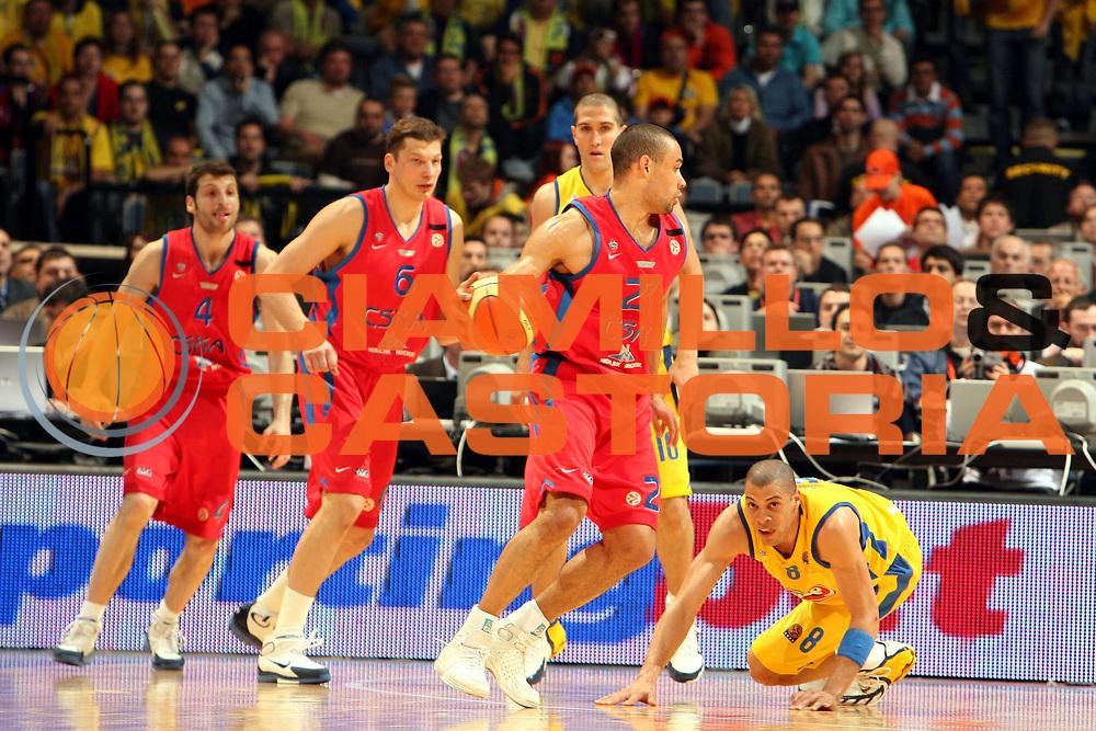 DESCRIZIONE : Praga Eurolega 2005-06 Final Four Finale 1-2 Posto Cska Mosca Maccabi Tel Aviv<br />GIOCATORE : Langdon<br />SQUADRA : Cska Mosca<br />EVENTO : Eurolega 2005-2006 Final Four Finale 1-2 Posto <br />GARA : Cska Mosca Maccabi Tel Aviv<br />DATA : 30/04/2006 <br />CATEGORIA : Palleggio<br />SPORT : Pallacanestro <br />AUTORE : Agenzia Ciamillo-Castoria/E.Castoria