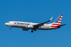 Boeing 737-823 (N935NN) operated by American Airlines on approach to San Francisco International Airport (KSFO), San Francisco, California, United States of America