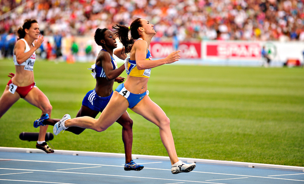 Ukraine's Yelizaveta Bryzhina runs to win heat 2 during the women's 200m semi-final at the 2010 European Athletics Championships at the Olympic Stadium in Barcelona on July 30, 2010