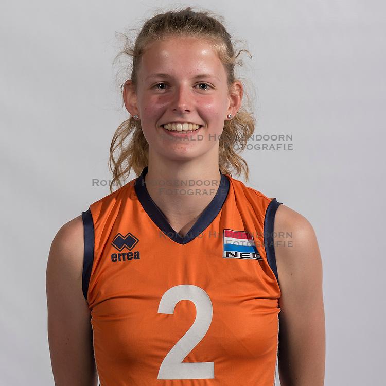 07-06-2016 NED: Jeugd Oranje meisjes &lt;2000, Arnhem<br /> Photoshoot met de meisjes uit jeugd Oranje die na 1 januari 2000 geboren zijn / Lara Hendricks