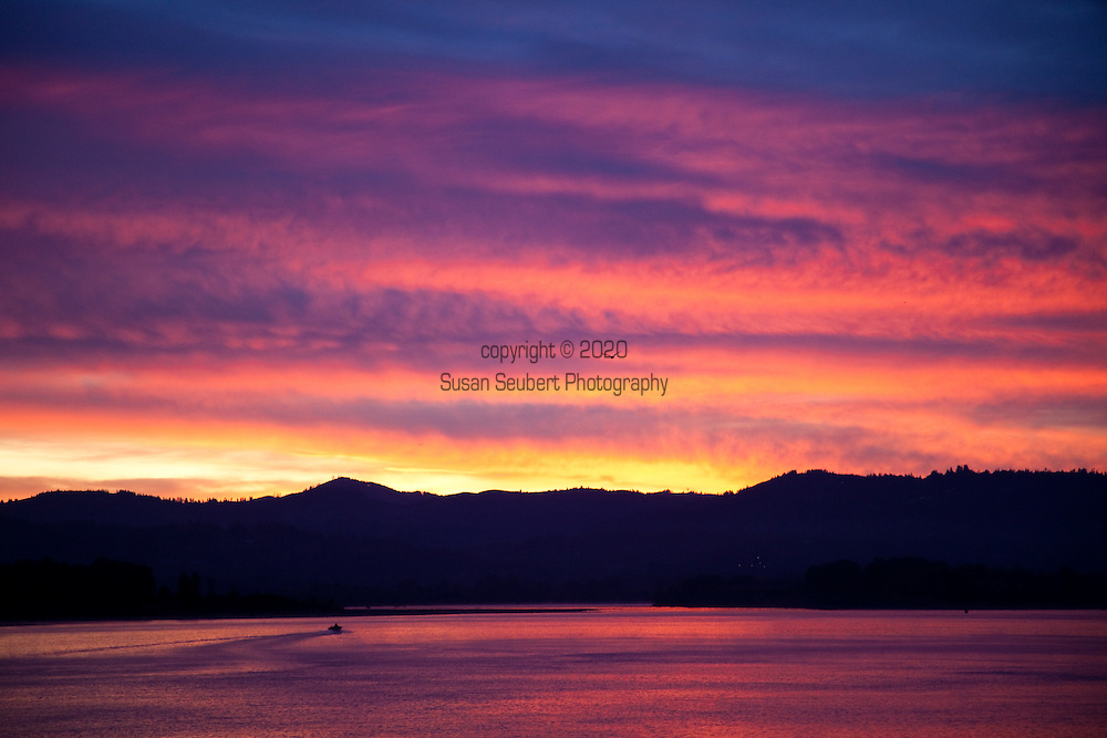 National Geographic Sea Lion's Columbia River Expedition in the Pacific Northwest, to Mount Saint Helen's, which last erupted in 1980.  Sunrise at Longview, Washginton as seen from the Columbia River.