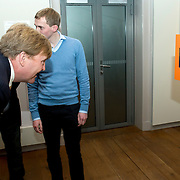 Koning Willem-Alexander geeft startsein voor nieuwe Oranjefonds campagne Maatjes Gezocht . Maatjes zijn vrijwilligers die iemand gedurende langere tijd een steuntje in de rug bieden. <br /> <br /> King Willem-Alexander launches new campaign Oranjefonds Buddies Wanted. Buddies are volunteers who offer someone for a long time a helping hand.<br /> <br /> Op de foto / On the photo:  Koning Willem-Alexander maakt een rondleiding over de tentoonstelling Ik geef om jou! Naastenliefde door de eeuwen heen in Museum Catharijneconvent. <br /> <br /> King Willem-Alexander makes a tour of the exhibition I care about you! Charity through the ages in Vrede.