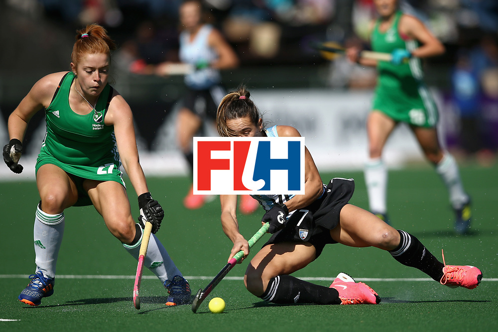 JOHANNESBURG, SOUTH AFRICA - JULY 18: Zoe Wilson of Ireland attempts to tackle Florencia Habif of Argentina during the Quarter Final match between Argentina and Ireland during the FIH Hockey World League - Women's Semi Finals on July 18, 2017 in Johannesburg, South Africa.  (Photo by Jan Kruger/Getty Images for FIH)
