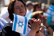 Frankfurt am Main | 17 July 2014<br /> <br /> Solidarit&auml;tsdemo f&uuml;r Israel, f&uuml;r Frieden und f&uuml;r das Ende der Angriffe der Hamas auf dem Opernplatz vor der Alten Oper in Frankfurt am Main, hier: Frau mit Israel-Fahne. <br /> <br /> &copy; peter-juelich.com