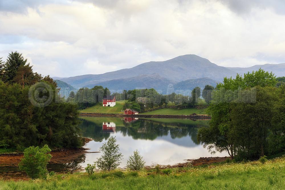 Small farm nearby Ulsteinvik, Norway | Idyllisk småbruk ved Garsholhølen i nærheten av Ulsteinvik.