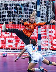 14-12-2018 FRA: Women European Handball Championships France - Netherlands, Paris<br /> Second semi final France - Netherlands / Rinka Duijndam #30 of Netherlands, Pauline Coatanea #4 of France