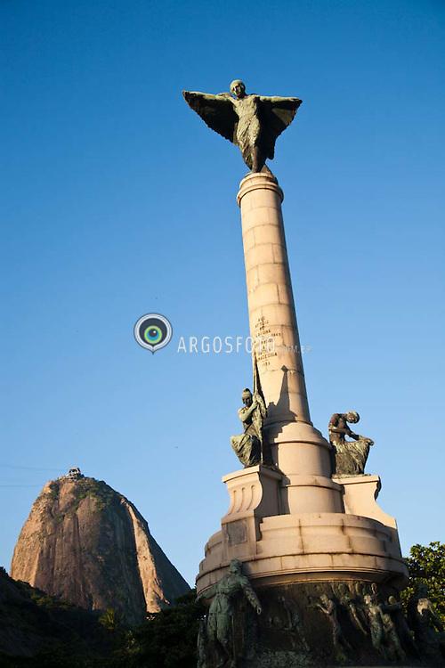 Monumento aos Herois de Laguna e Dourados e o Morro do Pao de Acucar na Urca, Rio de Janeiro. Obra do escultor Antonio Pinto de Mattos / Monument to Heroes of Laguna and Dourados, with the Sugar Loaf Mountain, in Rio de Janeiro.