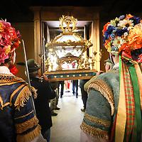 La danza degli Spadonari si svolge ogni anno a Giaglione (TO) in onore del patrono San Vincenzo e vanta una tradizione lunga più di 1000 anni. Gli spadonari, quattro uomini vestiti con caratteristici e originali costumi d'epoca: la giacca è ricamata e munita di frange, mentre il cappello è ricoperto di fiori e corredato di nastri colorati che ricadono sulle spalle