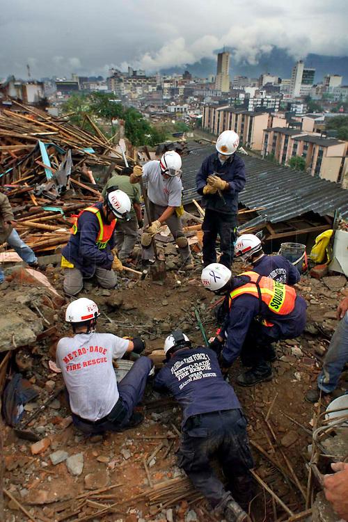 1/28/99 AL DIAZ/HERALD STAFF--COLOMBIAN EARTHQUAKE, Miami-Dade Fire Rescue. Armenia
