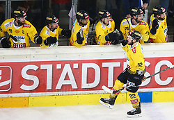 14.04.2019, Albert Schultz Halle, Wien, AUT, EBEL, Vienna Capitals vs EC KAC, Finale, 1. Spiel, im Bild Jubel Capitals mit dem Torschuetzen zum 2:0 Chris Desousa (spusu Vienna Capitals) // during the Erste Bank Icehockey 1st final match between Vienna Capitals and EC KAC at the Albert Schultz Halle in Wien, Austria on 2019/04/14. EXPA Pictures © 2019, PhotoCredit: EXPA/ Thomas Haumer