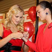 NLD/Amstelveen/20120216 - Presentatie Charityarmband Rode Kruis, Yfke Sturm en Kim Feenstra