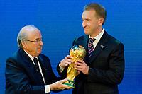 FIFA Praesident Josef Sepp Blatter uebergibt Igor Shuvalov (RUS), Deputy Prime Minister des Austragungsland der Fussball Weltmeisterschaft 2018 Russland den Weltmeister Pokal (Andreas Meier/EQ Images)