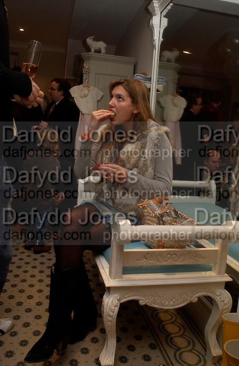 Amanda Shepherd, Chippi Hacki launch party.New children's clothes shop by Lady Emily Compton. 8 Motcomb St. London SW1. ONE TIME USE ONLY - DO NOT ARCHIVE  © Copyright Photograph by Dafydd Jones 66 Stockwell Park Rd. London SW9 0DA Tel 020 7733 0108 www.dafjones.com