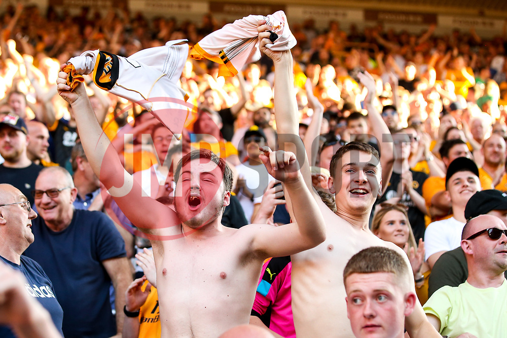 Wolverhampton Wanderers fans celebrate Raul Jimenez of Wolverhampton Wanderers scoring a late penalty to draw with Burnley - Mandatory by-line: Robbie Stephenson/JMP - 25/08/2019 - FOOTBALL - Molineux - Wolverhampton, England - Wolverhampton Wanderers v Burnley - Premier League