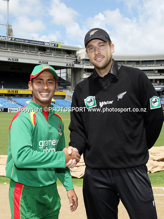 Bangladesh Captain Mohammad Ashraful and New Zealand's Daniel Vettori. New Zealand v Bangladesh, Ist ODI, Eden Park, Auckland, Boxing Day, 26 December 2007. Photo: Andrew Cornaga/PHOTOSPORT