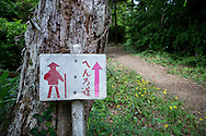 En skylt utmed vandringsleden p&aring; &ouml;n Shikoku i Japan.<br />