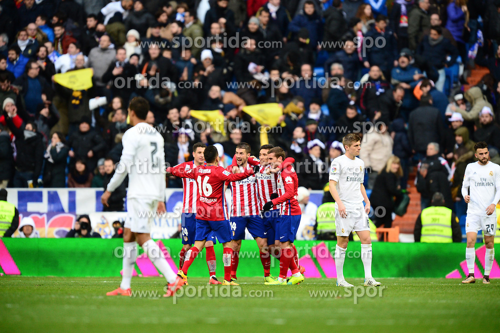 27.02.2016, Estadio Santiago Bernabeu, Madrid, ESP, Primera Division, Real Madrid vs Atletico Madrid, 26. Runde, im Bild gimenez (jose), correa (angel), gabi kranevitter (matias), griezmann (antoine), kroos (toni) // during the Spanish Primera Division 26th round match between Real Madrid and Atletico Madrid at the Estadio Santiago Bernabeu in Madrid, Spain on 2016/02/27. EXPA Pictures &copy; 2016, PhotoCredit: EXPA/ Pressesports/ PREVOST JEROME<br /> <br /> *****ATTENTION - for AUT, SLO, CRO, SRB, BIH, MAZ, POL only*****